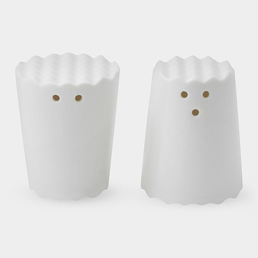 Face salt and pepper shakers