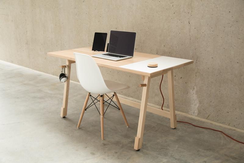 minimal desk organization