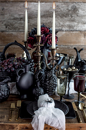 Decor Aid Halloween interior decoration trends and ideas with black accessories