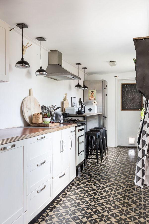 Quilt pattern kitchen floor tiles