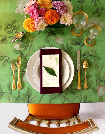 Chinoiserie wallpaper dining room decor idea