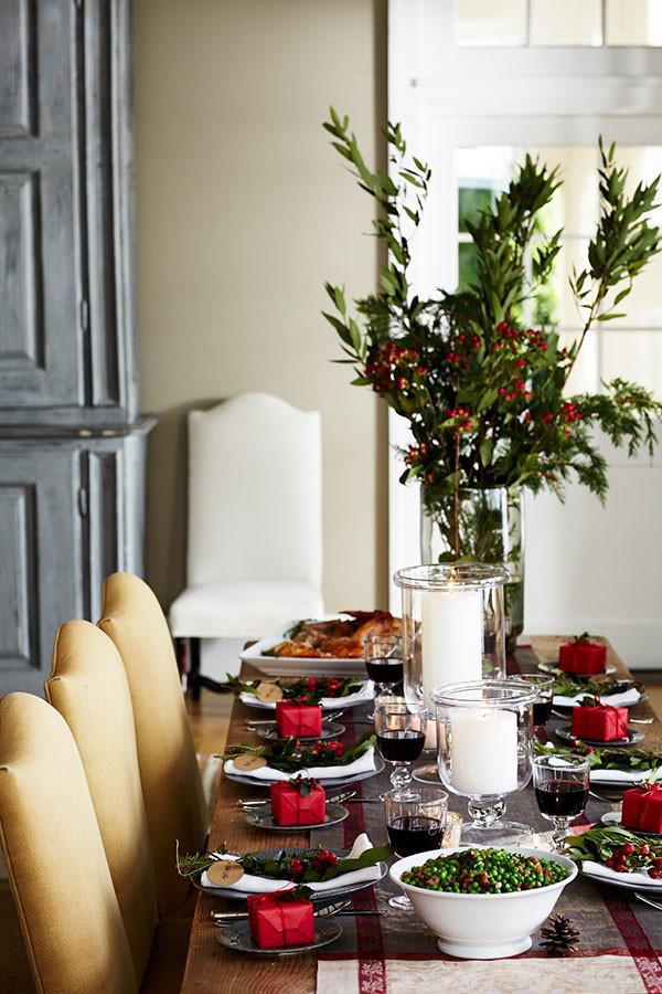classic Christmas dining room decor