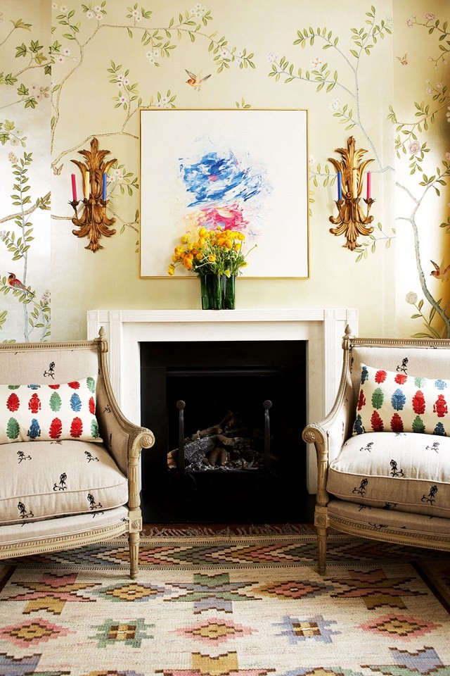 Chinoiserie wallpaper fireplace