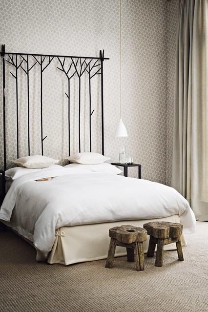 Wooden stool bedroom decor ideas