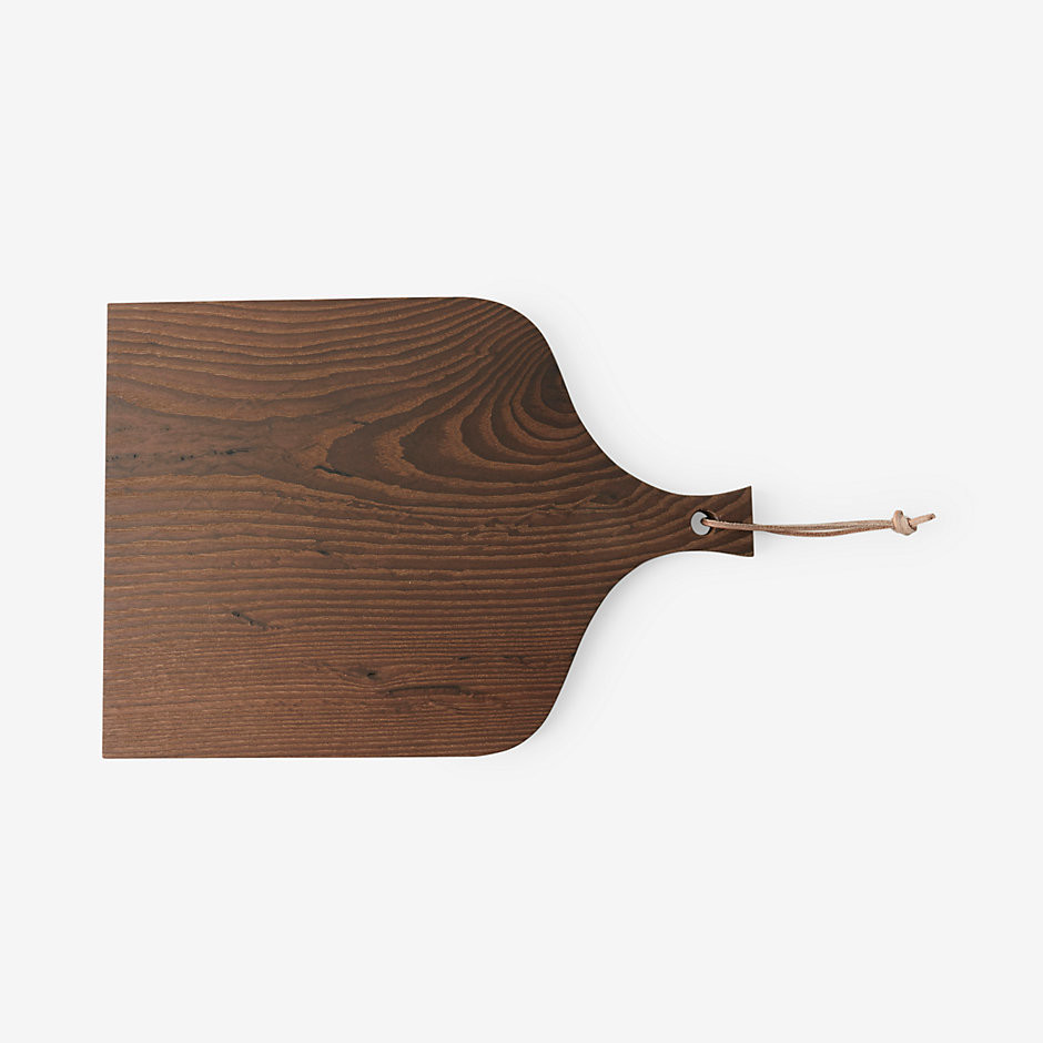 minimalistic wooden cutting board