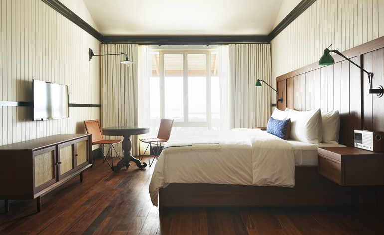 Hotel bedroom decor ideas