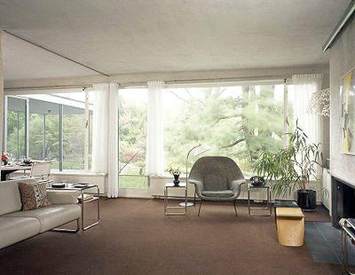 strict living room decoration