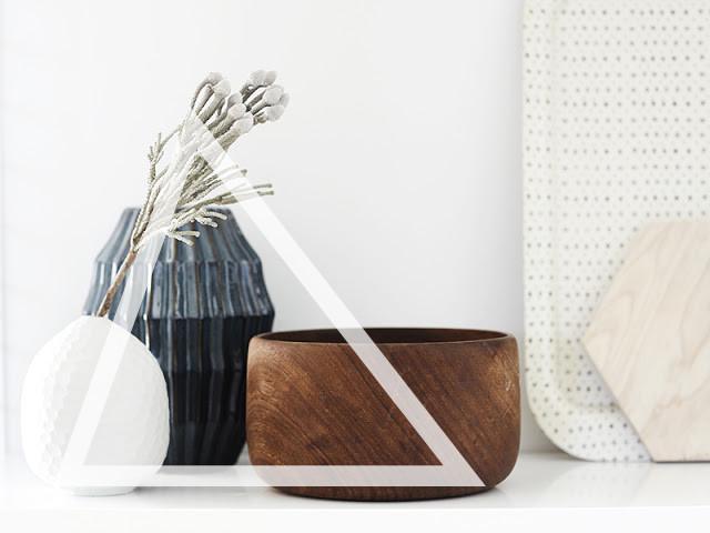 Wooden bowl ceramic vase