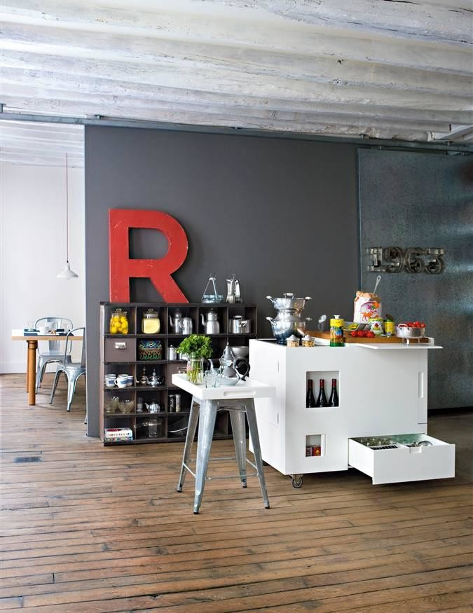 Mini kitchen gray wall