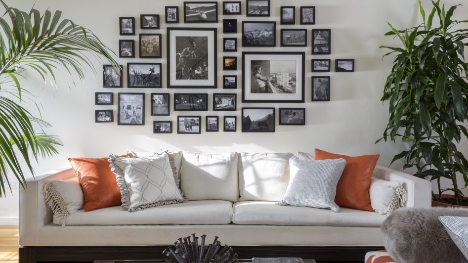 Sofa gallery wall pattern