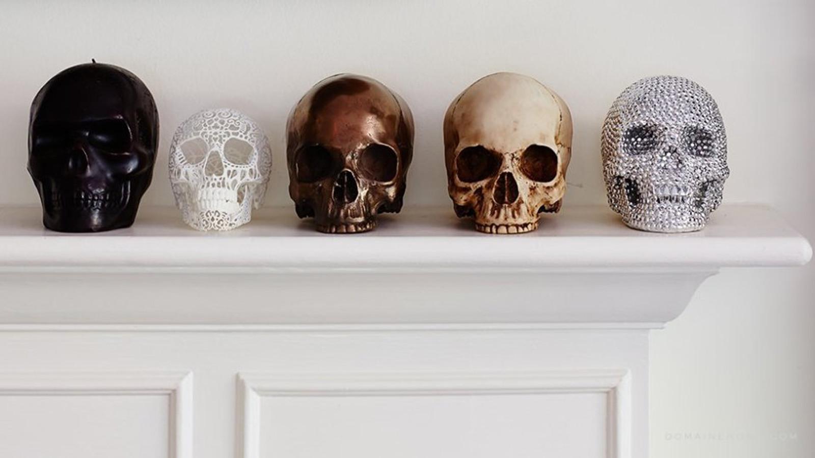 Skull mantelpiece matt black gold Halloween