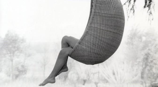 Hanging egg chair design