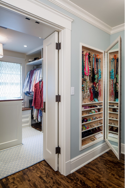 Accessory shelves behind wall mirrors