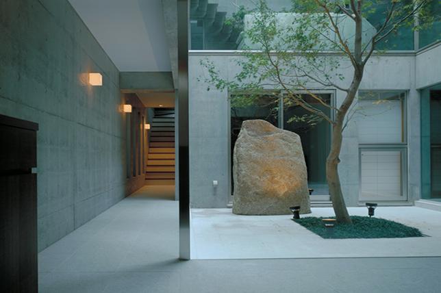 modern backyard sculptures