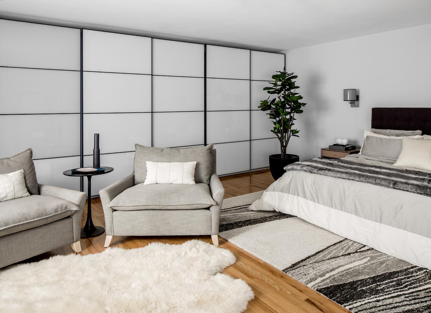 small closet bedroom