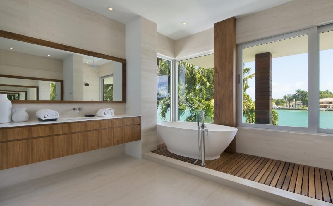Bathtub master bath