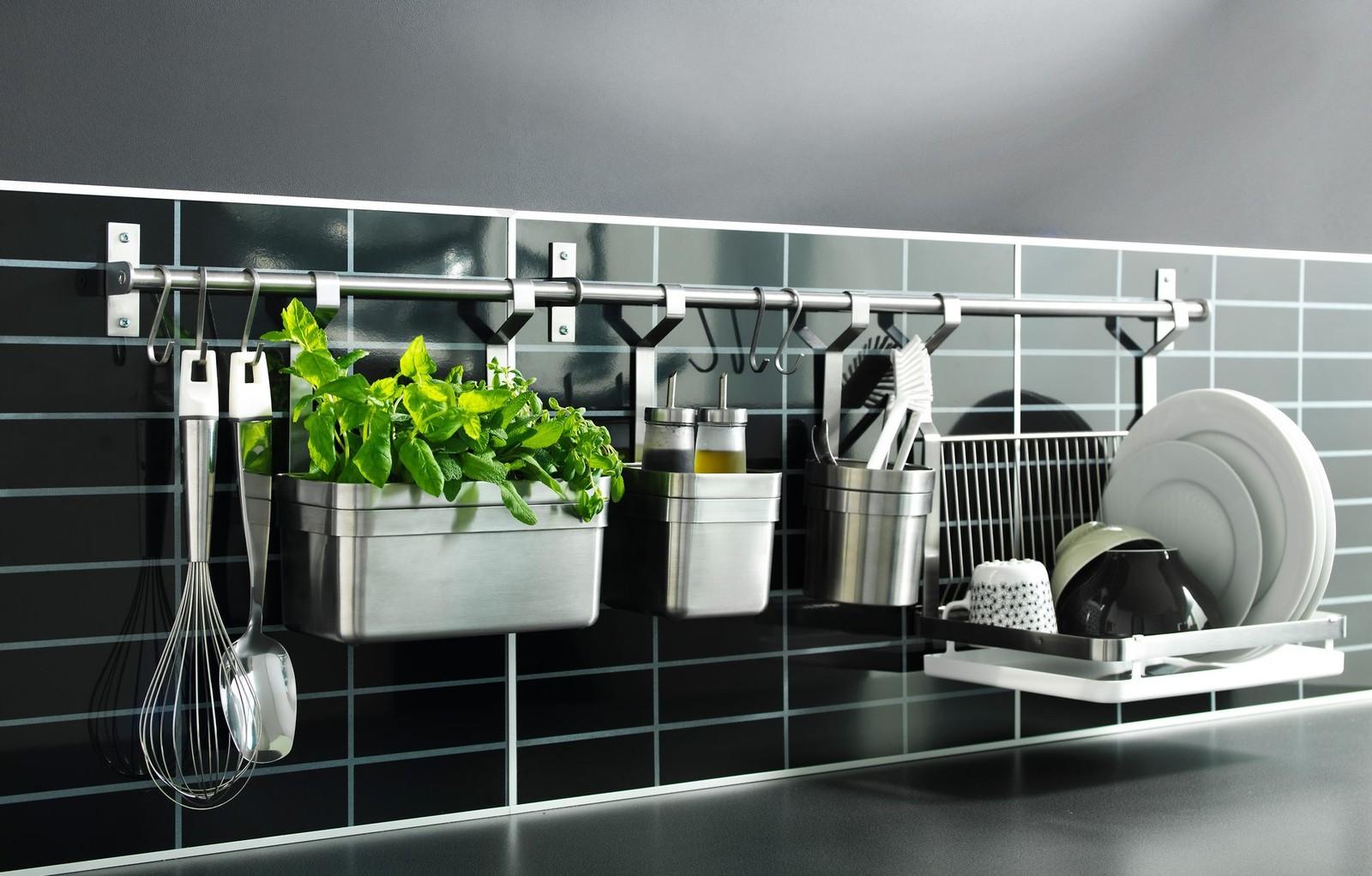 Kitchen railing storage