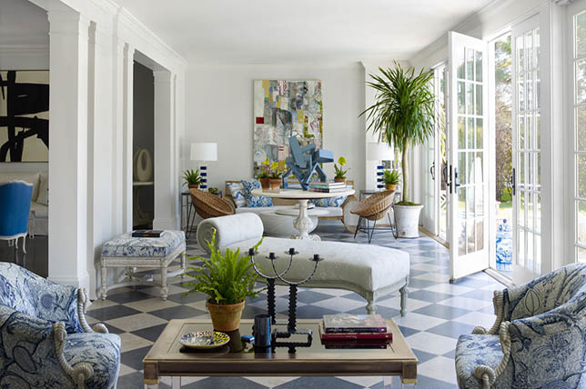 Interior design in traditional or transitional style